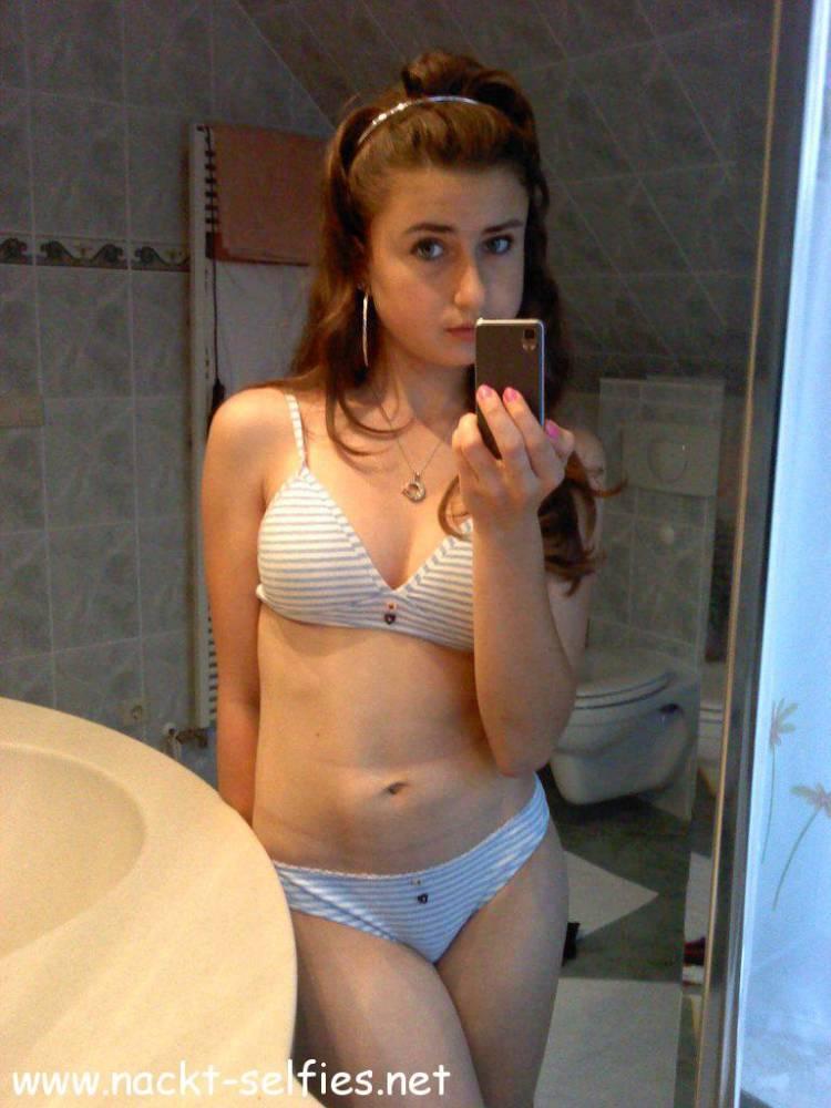 Nackt selfie teenager Category:Nude girls